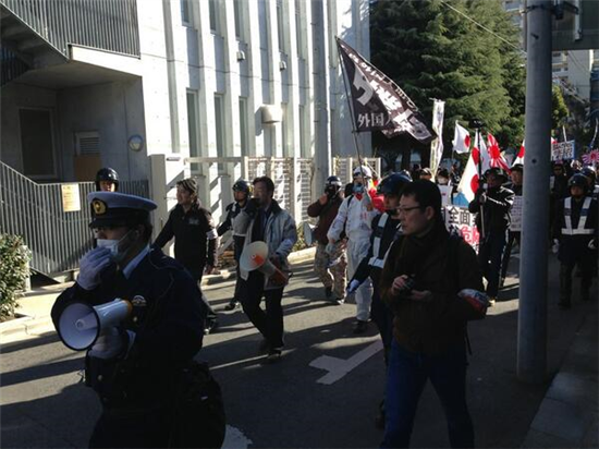 売国奴のネトウヨがデモでハーケンクロイツを振っておおはしゃぎしてた件・・・・ jiken netouyo