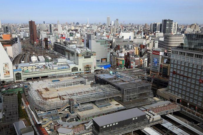 新宿駅南口ルミネで焼身自殺発生集団的自衛権反対を訴え抗議との情報も日常と非日常のカオス、異常極まりない光景 r18 jiken saigai