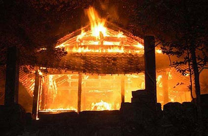 大晦日の靖国神社、河野談話に業を煮やしたネトウヨが放火 自殺して英霊の仲間入りするつもりだった模様 god budah jiken netouyo