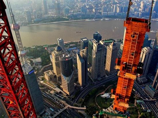 """驚愕画像""""クレーン操縦士が撮影したものすごい写真""""超高層ビル「上海中心」中国上海 浦東 %e9%87%91%e8%9e%8d%e3%83%bb%e5%b8%82%e6%b3%81 %e8%b5%b7%e6%a5%ad %e6%b6%88%e8%b2%bb ajia international economy"""