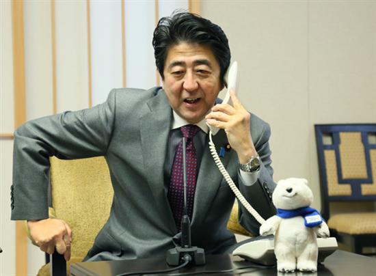 """安部総理は長電話と料亭の天ぷら、国民は道端で凍死、有志は食料配布""""山梨・長野首都近郊、大雪で機能マヒついに死者まで"""" domestic saigai defence politics"""