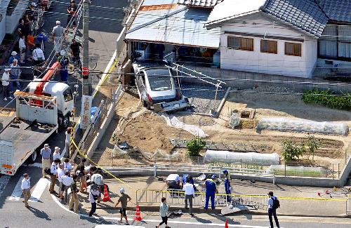 京都八幡市集団登校ドリフト事故犯人は18歳、事故原因はフェアレディZでドリフトに失敗したことか柵を飛び越え、7mジャンプし民家に着地 %e9%9a%a3%e4%ba%ba%e3%83%88%e3%83%a9%e3%83%96%e3%83%ab health syounen %e4%bd%8f%e5%b1%85 jiken %e3%81%84%e3%81%98%e3%82%81%e3%83%bb%e5%ad%a6%e6%a0%a1%e3%83%88%e3%83%a9%e3%83%96%e3%83%ab
