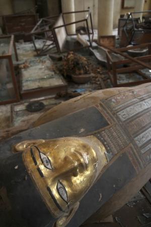 """民主主義で幸福になる中東の人々エジプト国民、ついに泥棒の自由もGET!""""国立博物館、紀元前の遺物丸ごと略奪騒乱に便乗、内外に衝撃"""" jiken international politics"""